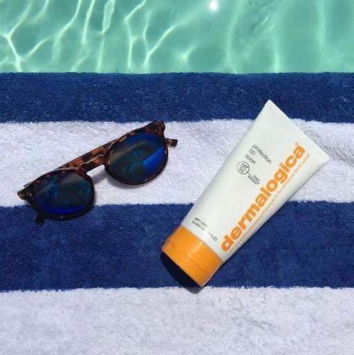 Dermalogica Protection 50 Sport SPF 50 op handdoek met zonnebril