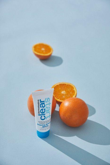 clearing defense spf30 staand met sinaasappels